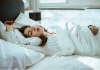 Ārsts pastāstīja, kā var aizmigt vienas minūtes laikā